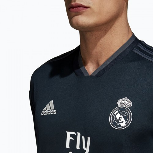 sports shoes 4a0a8 40419 Real Madrid Away Shirt 18 19